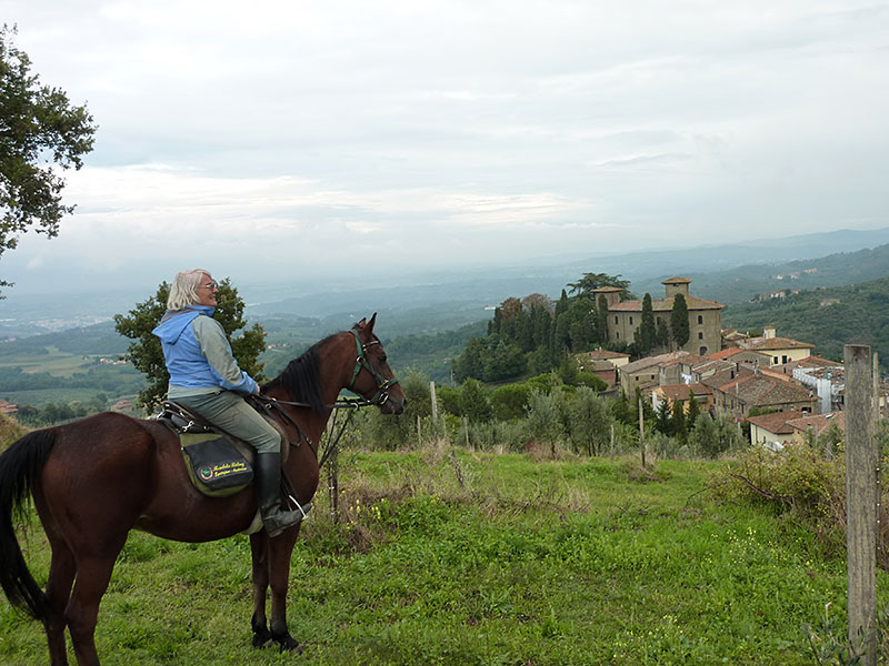 Farm holiday centre with riding in Italy